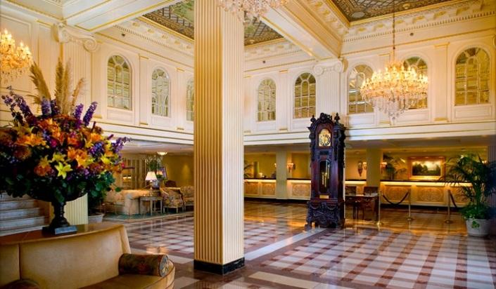 hotel-monteleone-french-quarter-new-orleans-hotel-lobby-732x428